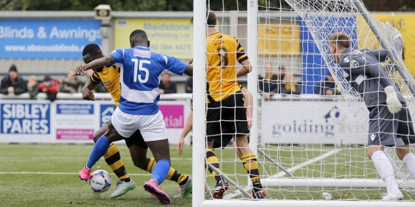 Sam Akinde is unable to put the ball into the back of the net as Manny Parry clears the loose ball