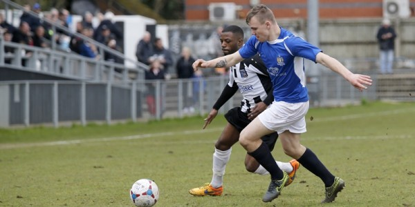 Harry Anderson finds away through the Maidenhead defenses