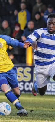 Jamie Cureton puts the Oxfird defense under pressure