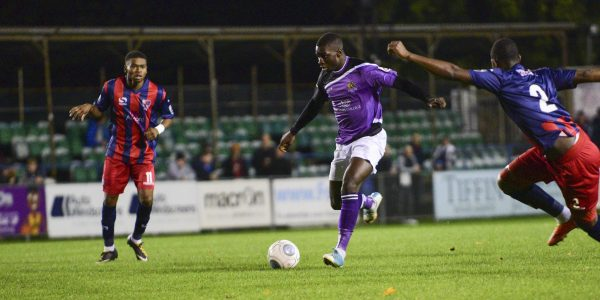 Percy Kiangebeni runs at the Hampton defence